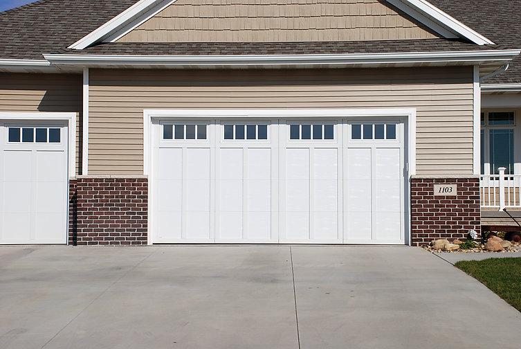Stockbridge Garage Doors Courtyard Collection 174 162z